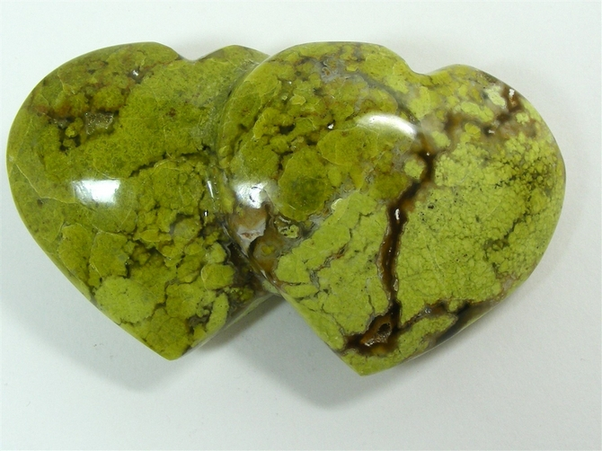 Madagascar Green Opal Double Heart No2 - 100mm